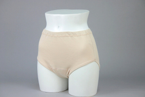 クラビオン女性用失禁パンツ ベージュ色3枚組スタイル写真