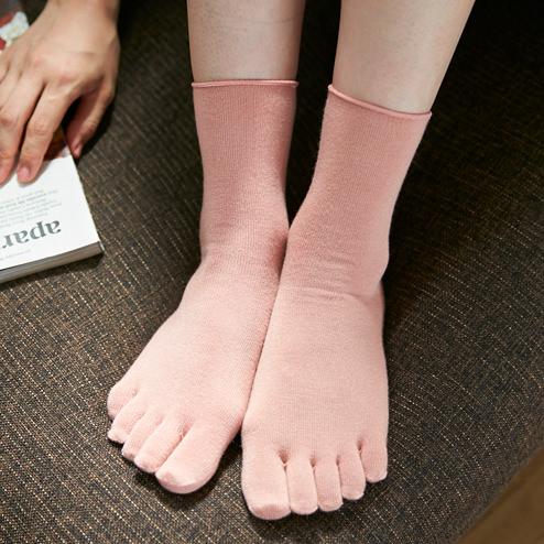 重ね履き用発熱5本指ソックス【発熱・保温効果のある靴下】スタイル写真