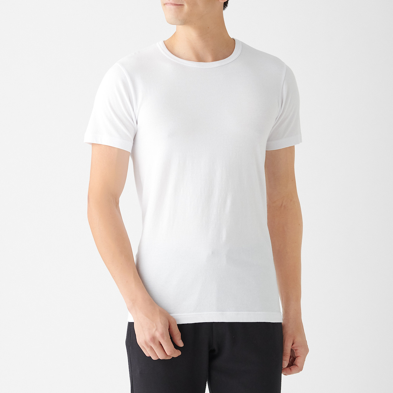 綿であったかクルーネック半袖Tシャツスタイル写真