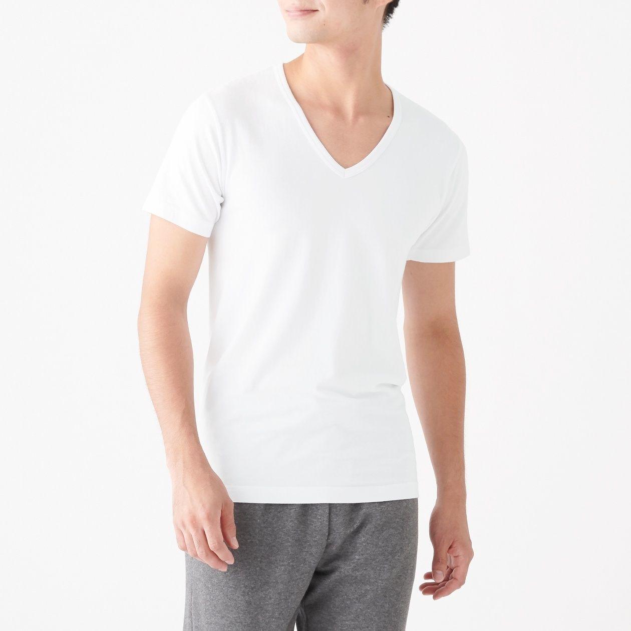 綿であったかVネック半袖Tシャツスタイル写真
