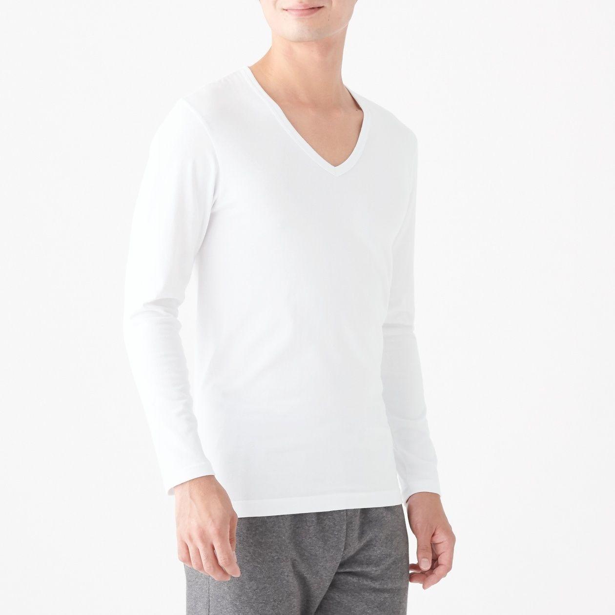 綿であったかVネック長袖Tシャツスタイル写真