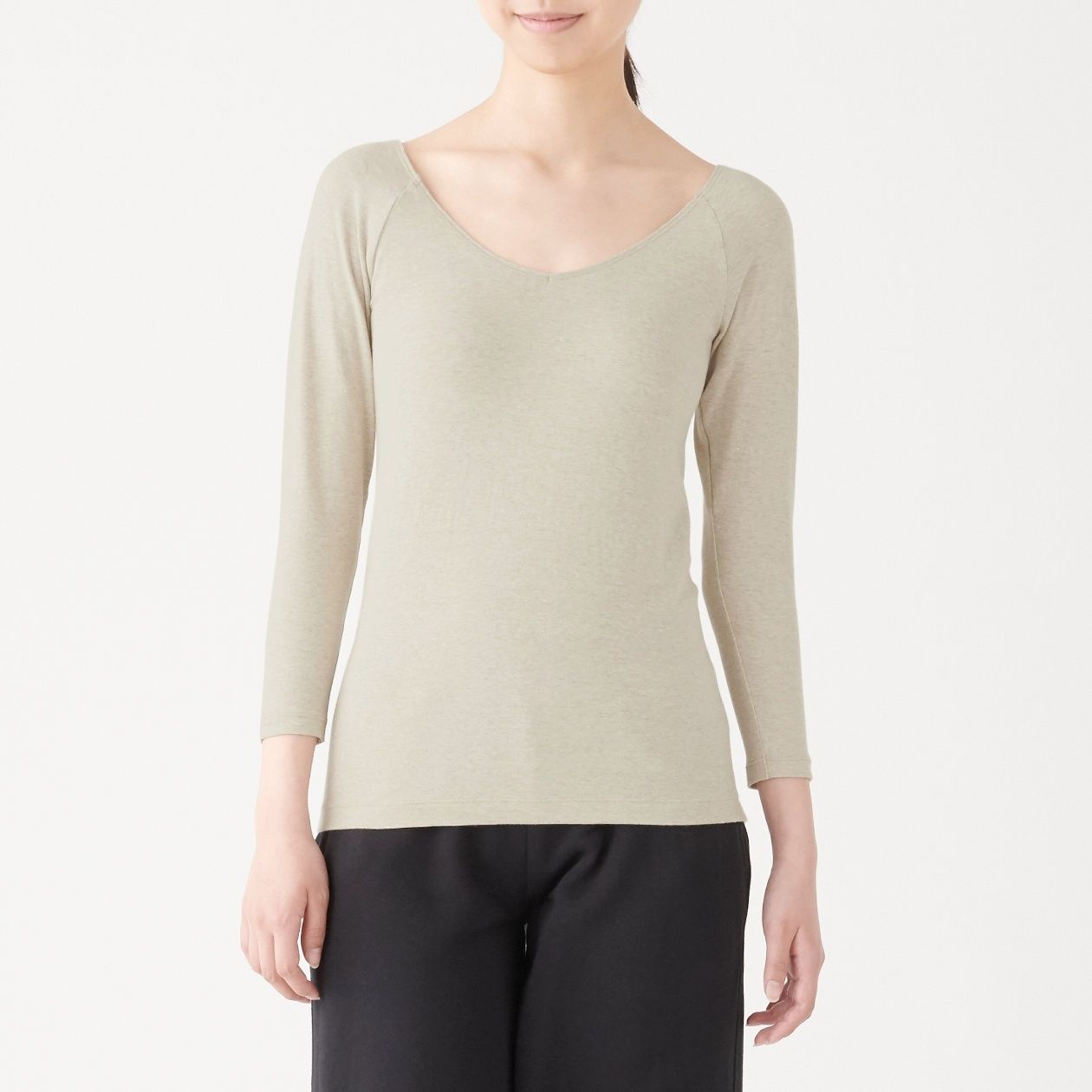 綿であったかVネック八分袖Tシャツスタイル写真